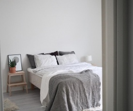 """2ndhomes Tampere """"Iso Ronka"""" Apartment - Spacious Apt with Balcony close to Train Station"""