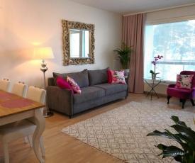 Charming Pine View Apartment