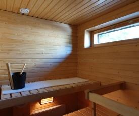 Central Studio with Sauna & Parking