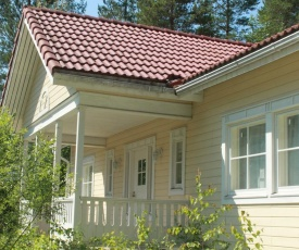 Коттедж в Финляндии, Enonkoski (желтый)